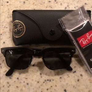 Black club master ray bans
